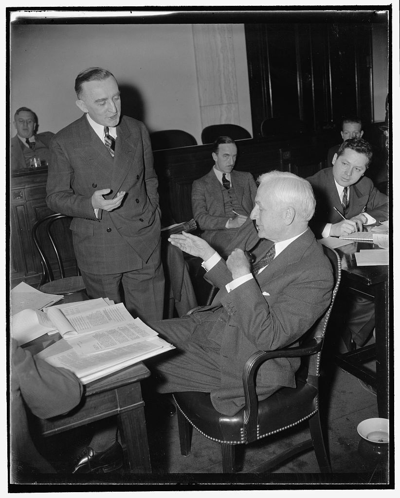 8 x 10 Reprinted Old Photo of Wyoming Senator And Secretary Of State Debate On 'sugar Lobby.' Washington, D.C., Jan. 13. Following His Denial Before The Senate Finance Committe 1939 Harris & Ewing 23a