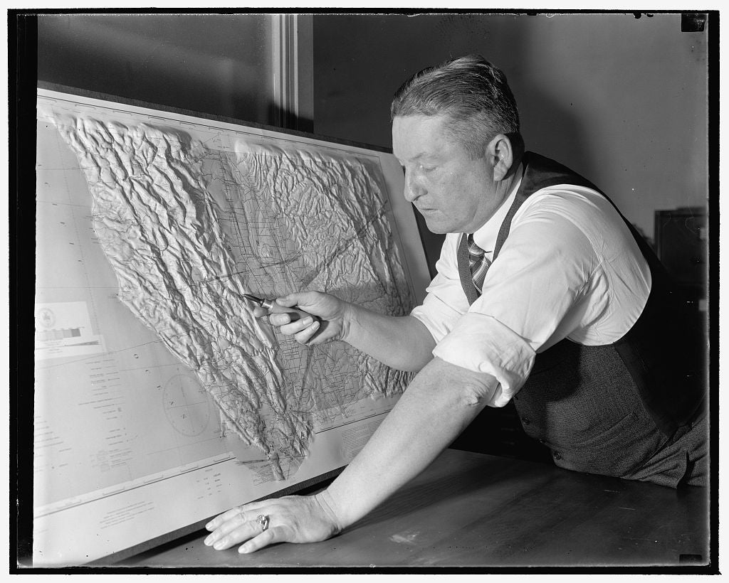 8 x 10 Reprinted Old Photo of Government Cartographer Develops New Process For Making Relief Maps. Washington, D.C., Jan. 13. Through A Process Just Perfected By John Braund, C 1939 Harris & Ewing 24a