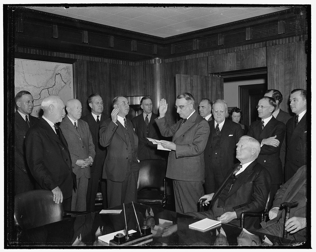 8 x 10 Reprinted Old Photo of Frank Hancock Taking Oath As Member Of H.O.L.B.B. 1940 Harris & Ewing 26a