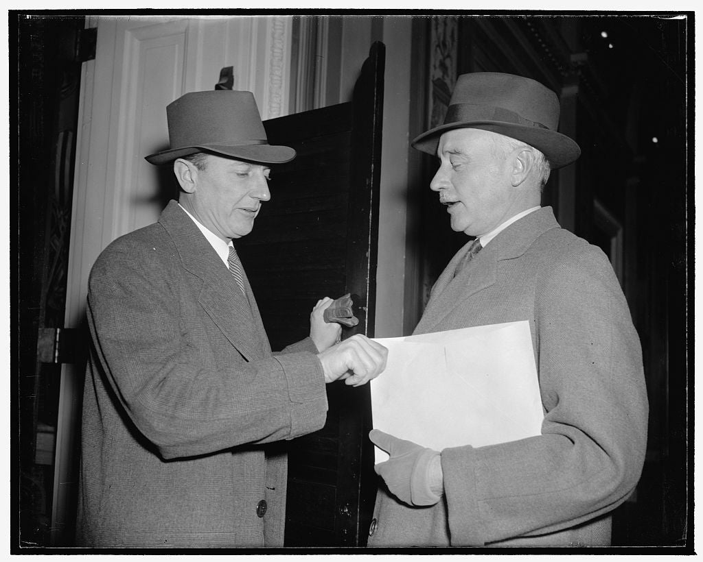 8 x 10 Reprinted Old Photo of Wpa Administrator Asks Senate Committee To Restore $150,000,000 Cut In Deficiency Relief Bill. Washington, D.C., Jan. 16. Wpa Administrator F.C. H 1939 Harris & Ewing 39a