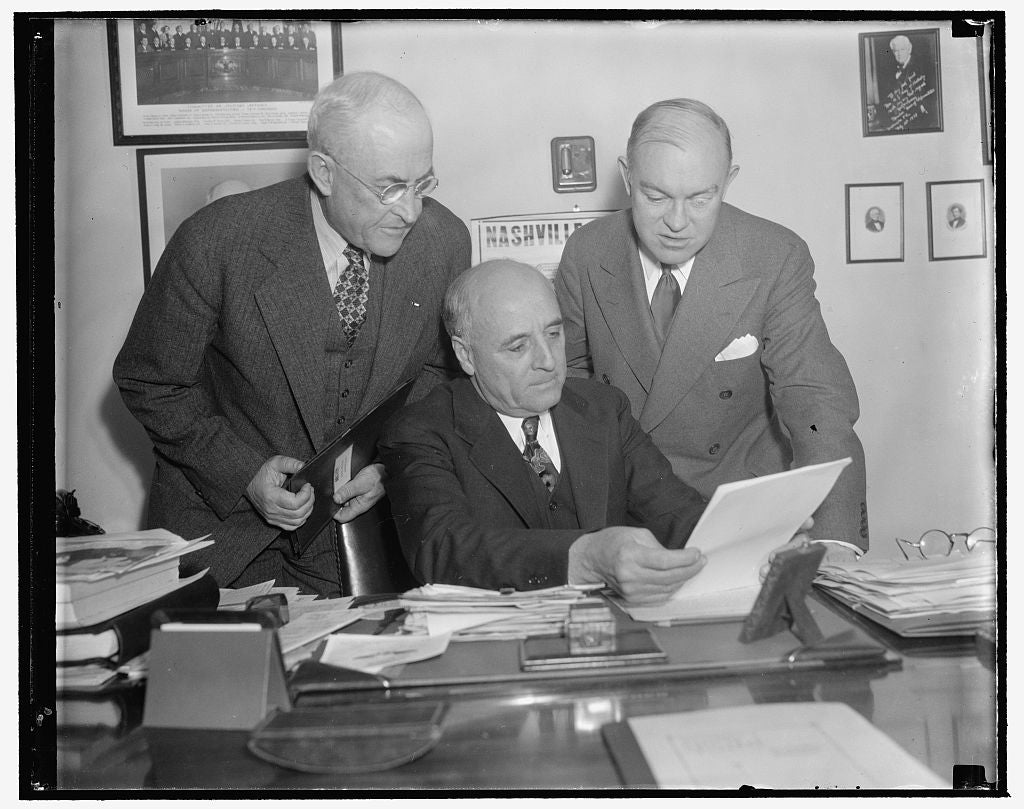 8 x 10 Reprinted Old Photo of Army Heads Discuss Plans With Military Affairs Committee. Washington, D.C., Jan. 17. General Malin Craig, Chief Of Staff, U.S.A., Representative A 1939 Harris & Ewing 44a
