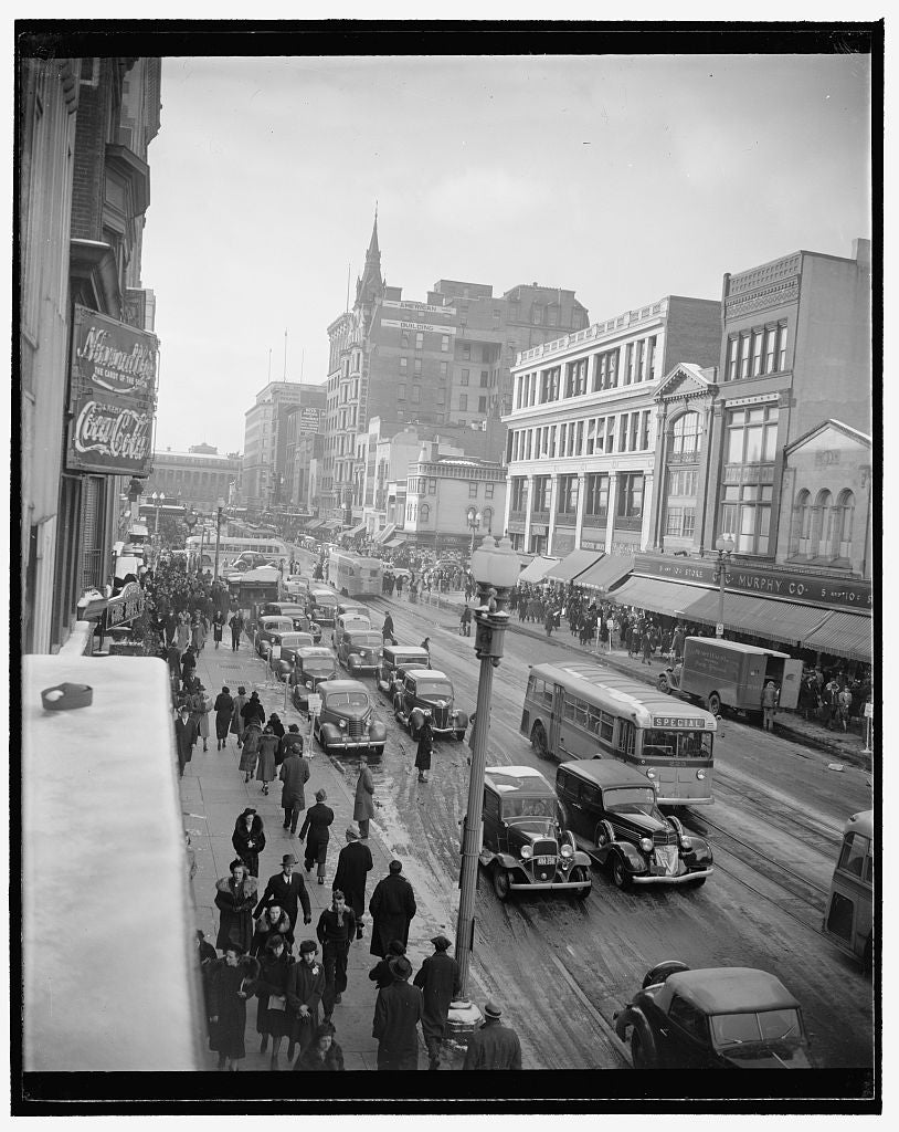 8 x 10 Reprinted Old Photo of F. St. Scene 1940 Harris & Ewing 81a