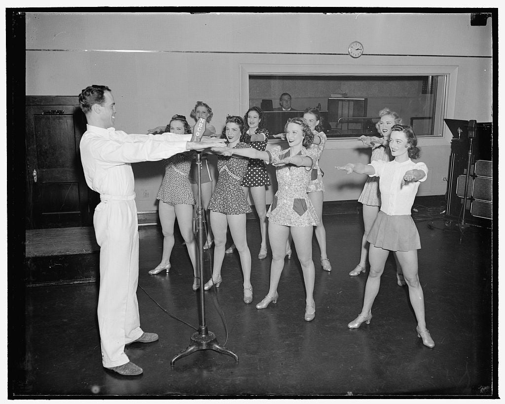 8 x 10 Reprinted Old Photo of Nbc G Dancing Class 1940 Harris & Ewing 86a