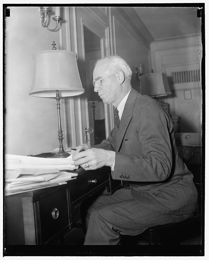 8 x 10 Reprinted Old Photo of Gov. Robert L. Cochran, Neb., Preparing His Address For Council Of State Governments At Mayflower 1939 Harris & Ewing 99a