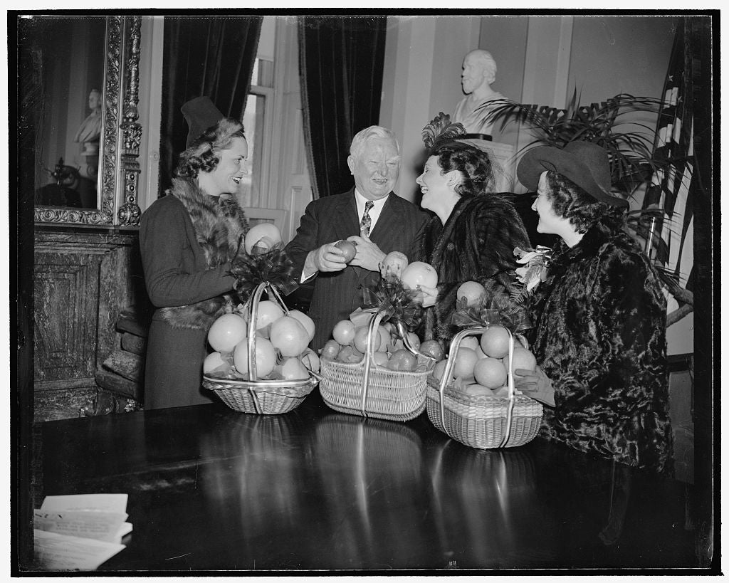 8 x 10 Reprinted Old Photo of Beauties Present Vice President Garner With Baskets Of Fruit To Inaugurate Citrus Week. Washington, D.C., Jan. 23. National Citrus Week Got Off To 1939 Harris & Ewing 16a