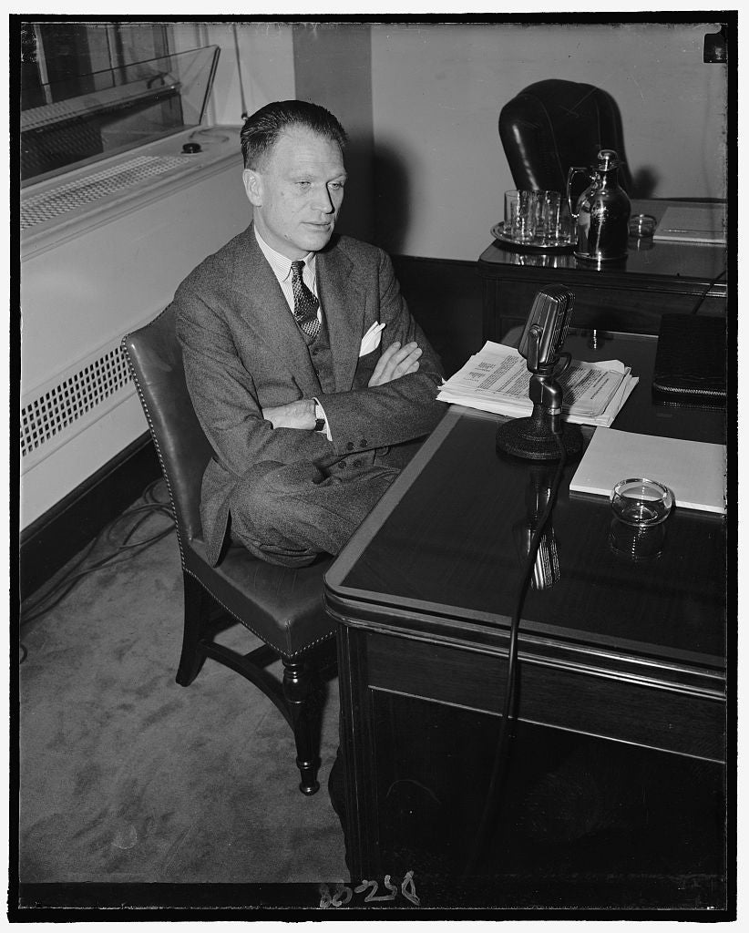 8 x 10 Reprinted Old Photo of Mefford R. Runyon, Vice-Pres. Of Cbs, N.Y., In Charge Of Owned And Operated Stations 1937 Harris & Ewing 61a
