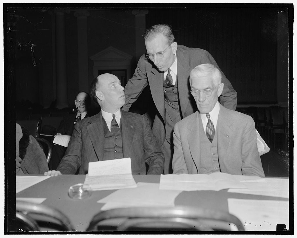 8 x 10 Reprinted Old Photo of Townsendites Have A Day At Hearings. Washington, D.C., Feb. 8. Rep. Ralph O. Brewster, Maine, L.W. Jeffery, Vice President Of The Townsend Nationa 1938 Harris & Ewing 16a