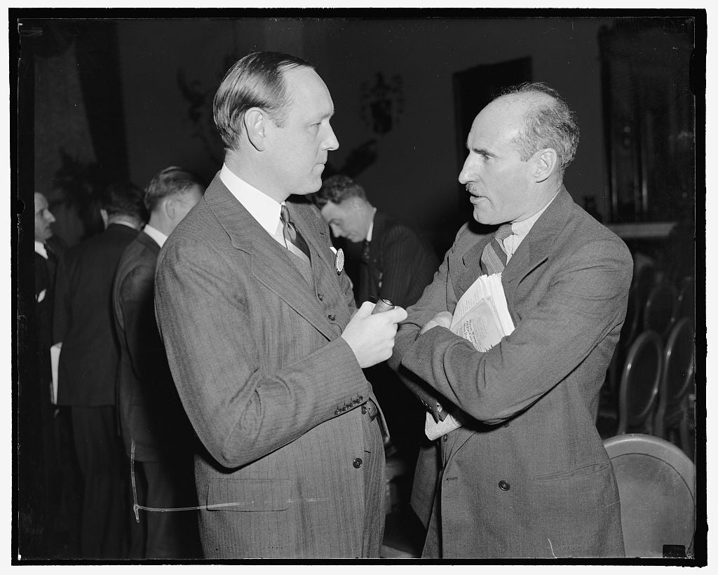 8 x 10 Reprinted Old Photo of An Aviation Forum. Washington, D.C., Feb. 21. Harvey L. Williams, Left, Representing Governor Raymond E. Baldwin Of Connecticut, And Casey Jones,  1938 Harris & Ewing 82a