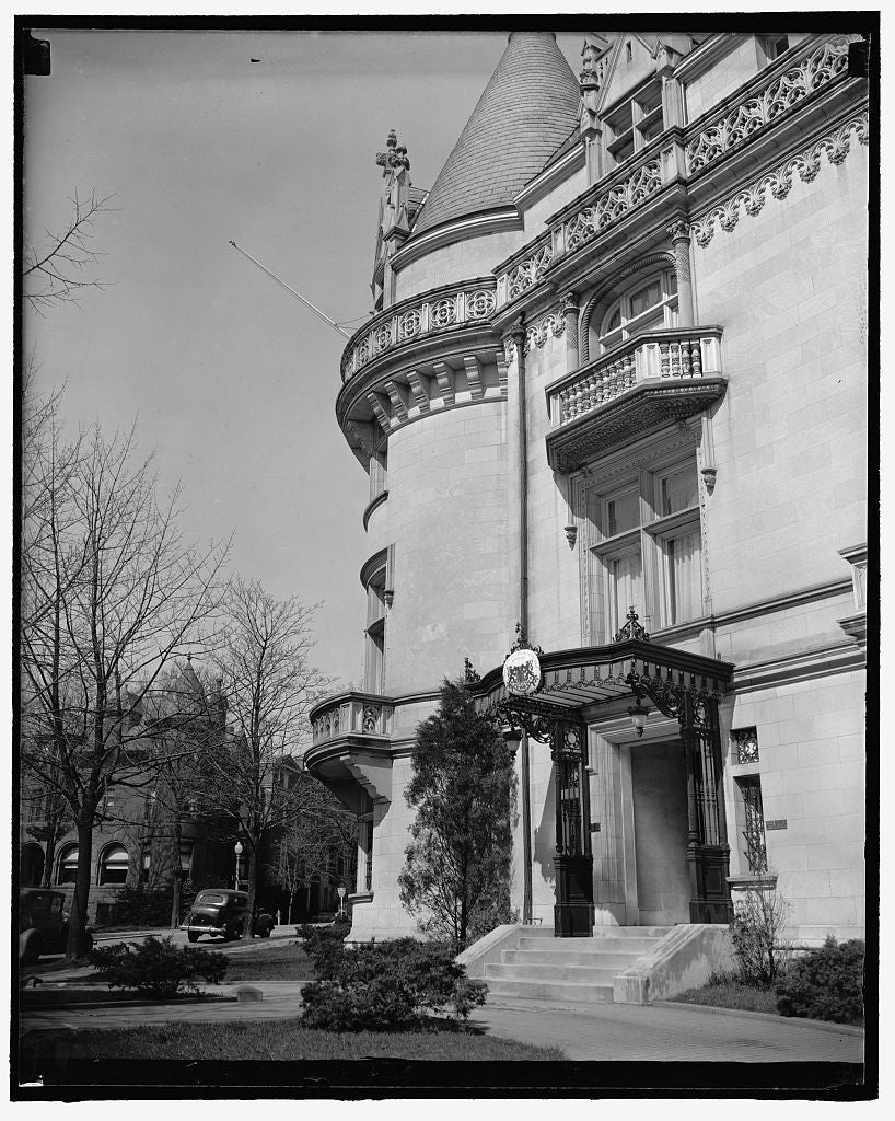 8 x 10 Reprinted Old Photo of Czech Legation. Washington, D.C., March 17. The Czechoslovakia Legation Which Minister Vladimir Hurban Refused To Surrender To The German Embassy  1937 Harris & Ewing 01a