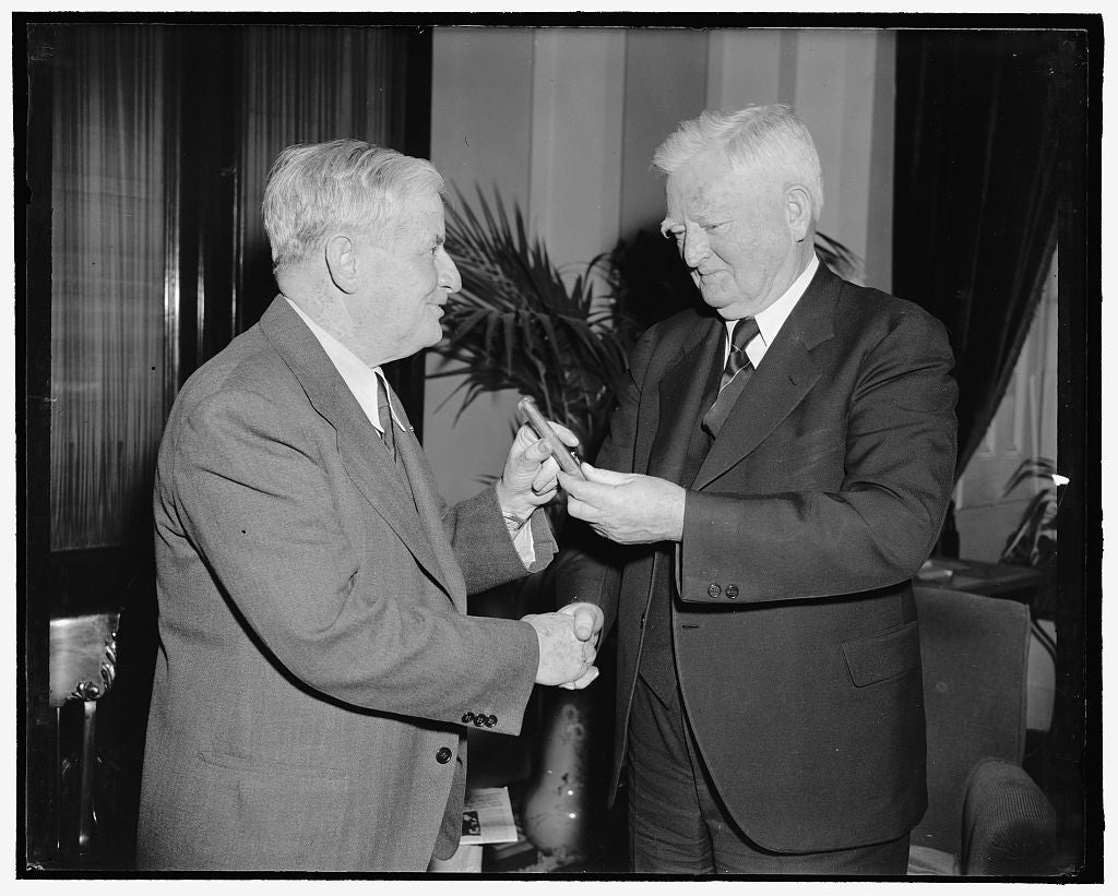 8 x 10 Reprinted Old Photo of Vice President Congratulates Senate Press Gallery Head On 30 Years Of Service. Washington, D.C., March 22. Rounding Out 30 Years Of Service In The 1912 Harris & Ewing 33a