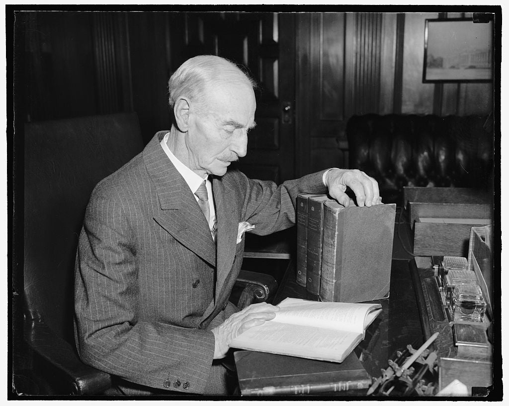 8 x 10 Reprinted Old Photo of Librarian Of Congress Rounds Out 40 Years On Job. Washington, D.C., April 6 Dr. Herbert Putnam Is This Week Celebrating His 40Th Anniversary As Li 1939 Harris & Ewing 21a