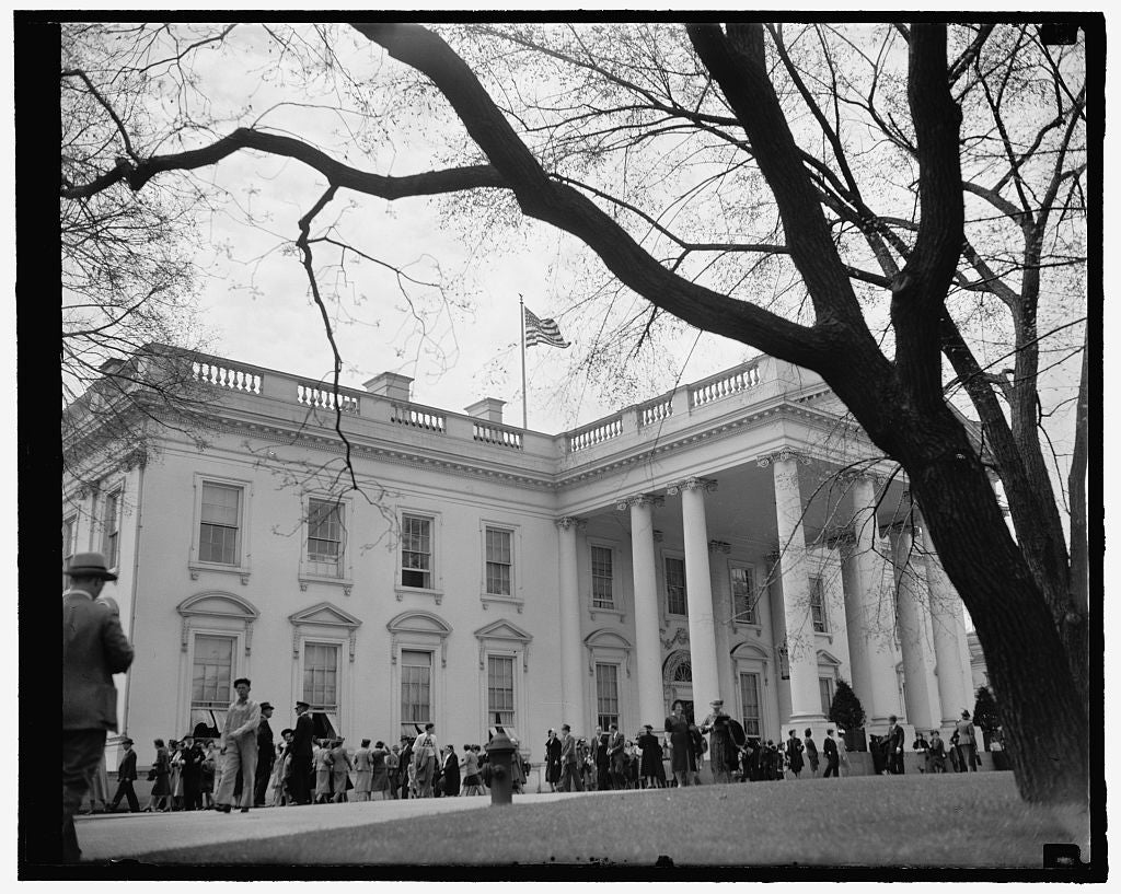 8 x 10 Reprinted Old Photo of White House Mecca For Easter Holiday Sightseers. Washington, D.C., April 11. Easter Holidays Bring Thousands Of Visitors To The Capitol Every Year 1937 Harris & Ewing 47a