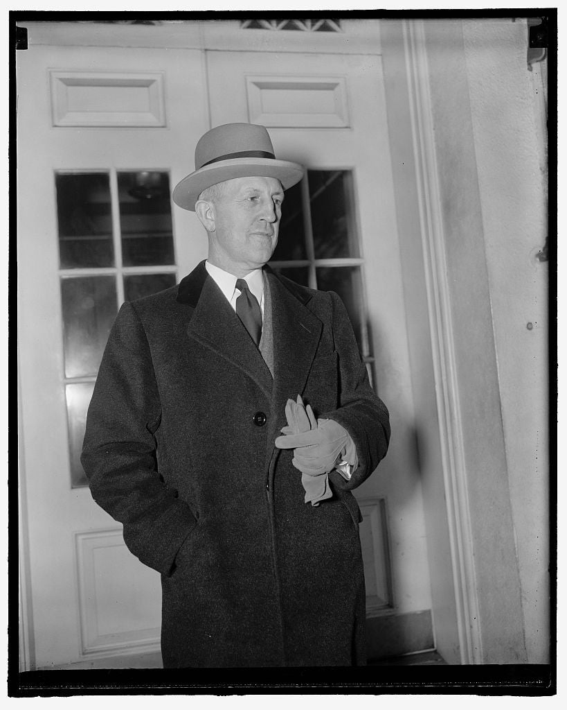 8 x 10 Reprinted Old Photo of Missouri's Governor At White House. Washington, D.C., April 13. Missouri's Governor Lloyd C. Stark Leaving The White House Today After Conferring  1938 Harris & Ewing 69a