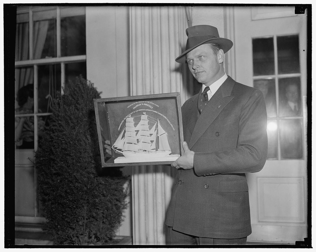 8 x 10 Reprinted Old Photo of Skipper Of Yankee Clipper Presents President With Model Of Old Portuguese Sailing Bark. Washington, D.C., April 20. Capt. Harold Gray, Who Recentl 1938 Harris & Ewing 12a