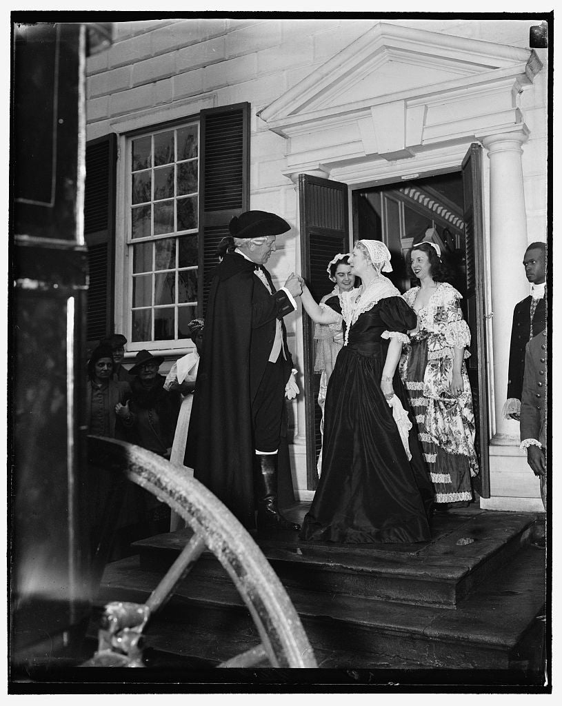 8 x 10 Reprinted Old Photo of General Washington Bids Goodbye To Martha As He Leaves Mt. Vernon For The First Inaugural. Reenacted Trip Of Washington's First Inaugural 1938 Harris & Ewing 73a