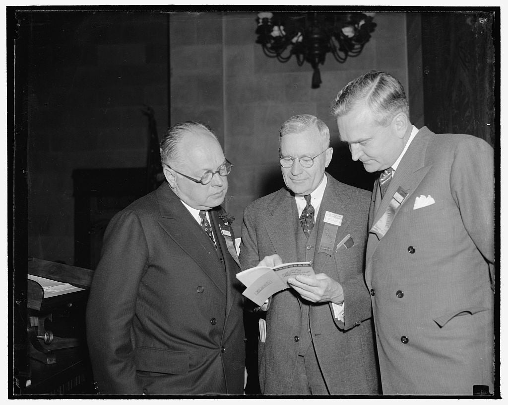 8 x 10 Reprinted Old Photo of Some Important People At Commerce Chamber's Opening Of Convention. Washington, D.C., May 1. At The Chamber Of Commerce's 27Th Annual Convention He 1939 Harris & Ewing 85a