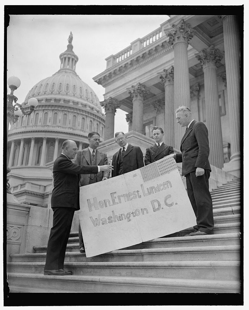 8 x 10 Reprinted Old Photo of Huge Postcard Sent Minnesota Senator. Washington, D.C., May 2. Said To Be The Largest Postcard Ever Sent Through The Mail, This 4X6 Message Urging 1939 Harris & Ewing 92a