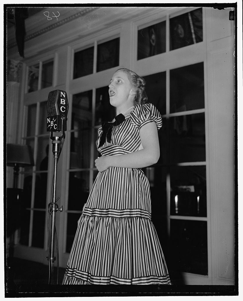 8 x 10 Reprinted Old Photo of Daughter Of Missouri Senator To Broadcast With Other Congressional Children. Washington, D.C., May 4. Margaret Truman, Daughter Of The Senator Fro 1939 Harris & Ewing 11a