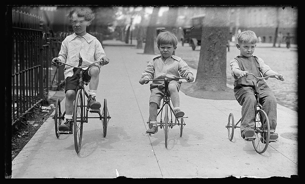 16 x 20 Reprinted Old Photo ofAllen children on tricycles, Wash., D.C. 1925 National Photo Co  47a