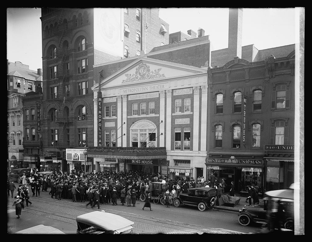 8 x 10 Reprinted Old Photo of Crowds, Metropolitan Theatre, [Washington, D.C.] 1921 National Photo Co  57a
