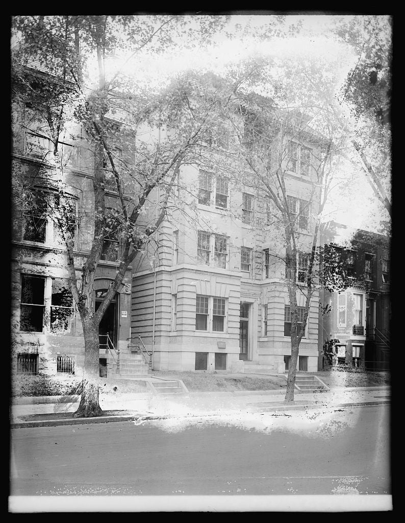 8 x 10 Reprinted Old Photo of Clinton Apt. House, [Washington, D.C.] 1921 National Photo Co  71a