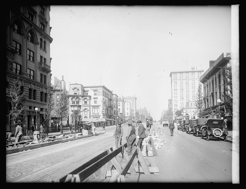 16 x 20 Reprinted Old Photo ofStreet scenes, 14[th] & N.Y. Ave., [Washington, D.C. 1921 National Photo Co  95a