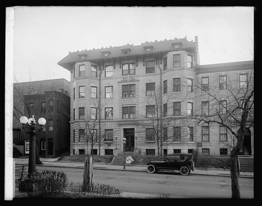 16 x 20 Reprinted Old Photo ofChalfonte Apt. House, [Washington, D.C. 1921 National Photo Co  42a