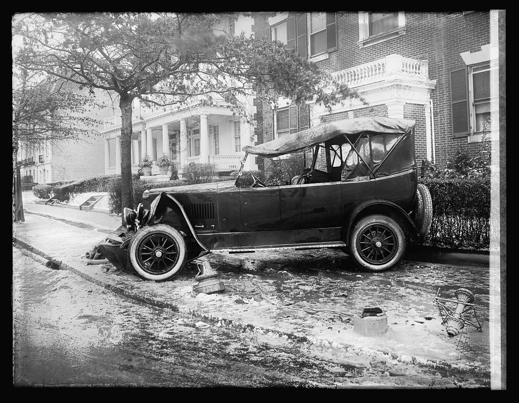 16 x 20 Reprinted Old Photo ofPenrose car, accident 1921 National Photo Co  84a