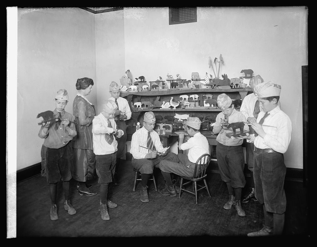 16 x 20 Reprinted Old Photo ofAm. Red Cross toy making 1921 National Photo Co  36a