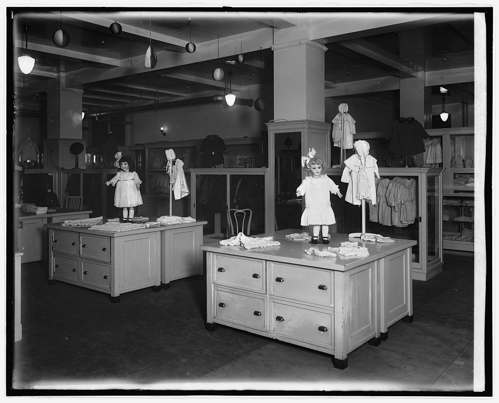 16 x 20 Reprinted Old Photo ofMrs. McPherson, interior, Lansburgh, [Washington, D.C.] 1922 National Photo Co  07a