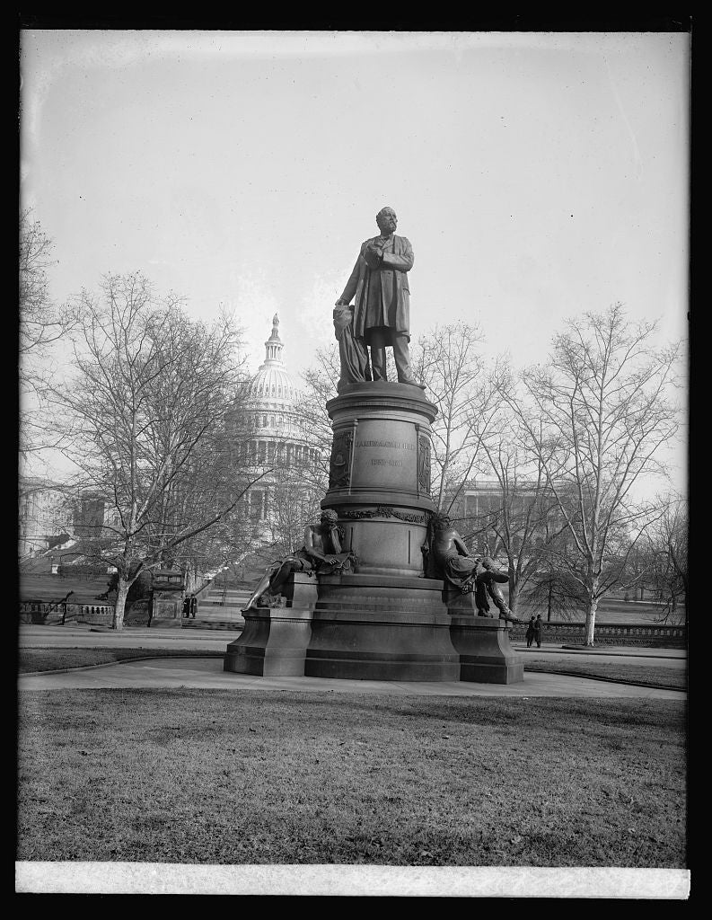 16 x 20 Reprinted Old Photo ofPeace Monument, [near Capitol, Washington, D.C.] 1922 National Photo Co  27a