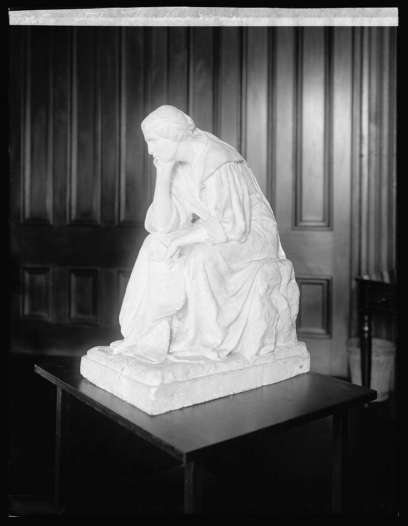 "16 x 20 Reprinted Old Photo ofStatue ""Thinking Women"" 1922 National Photo Co  87a"