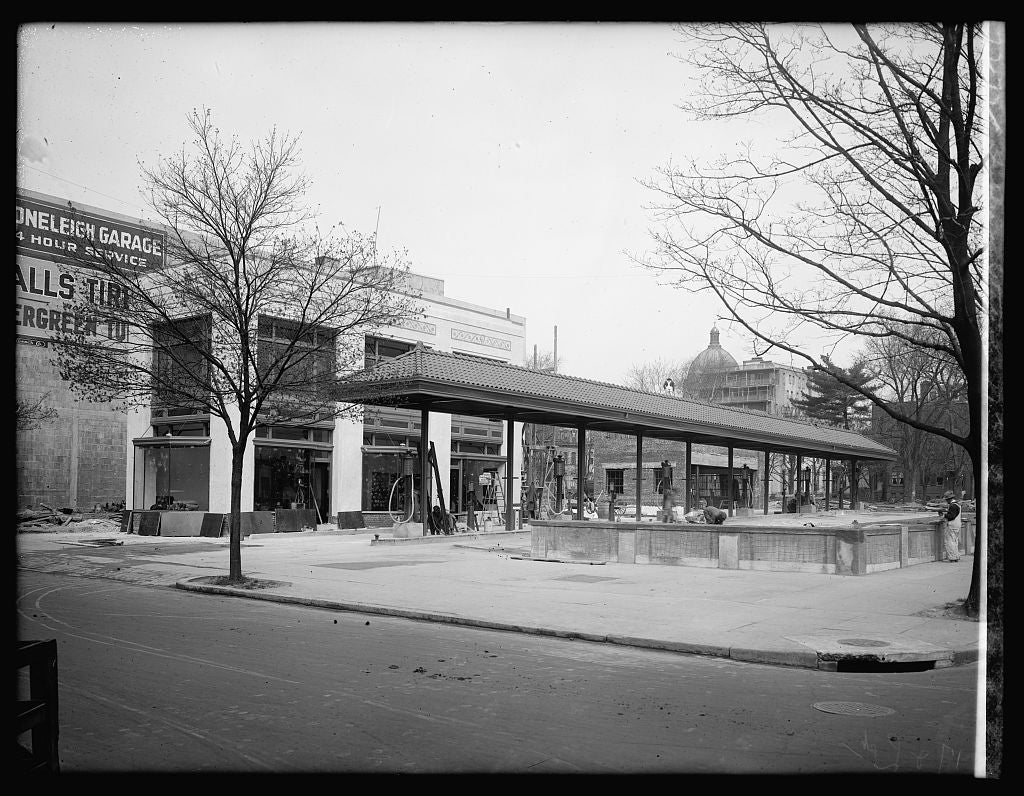 16 x 20 Reprinted Old Photo ofFilling station, 17th & L, [Washington, D.C.] 1922 National Photo Co  90a