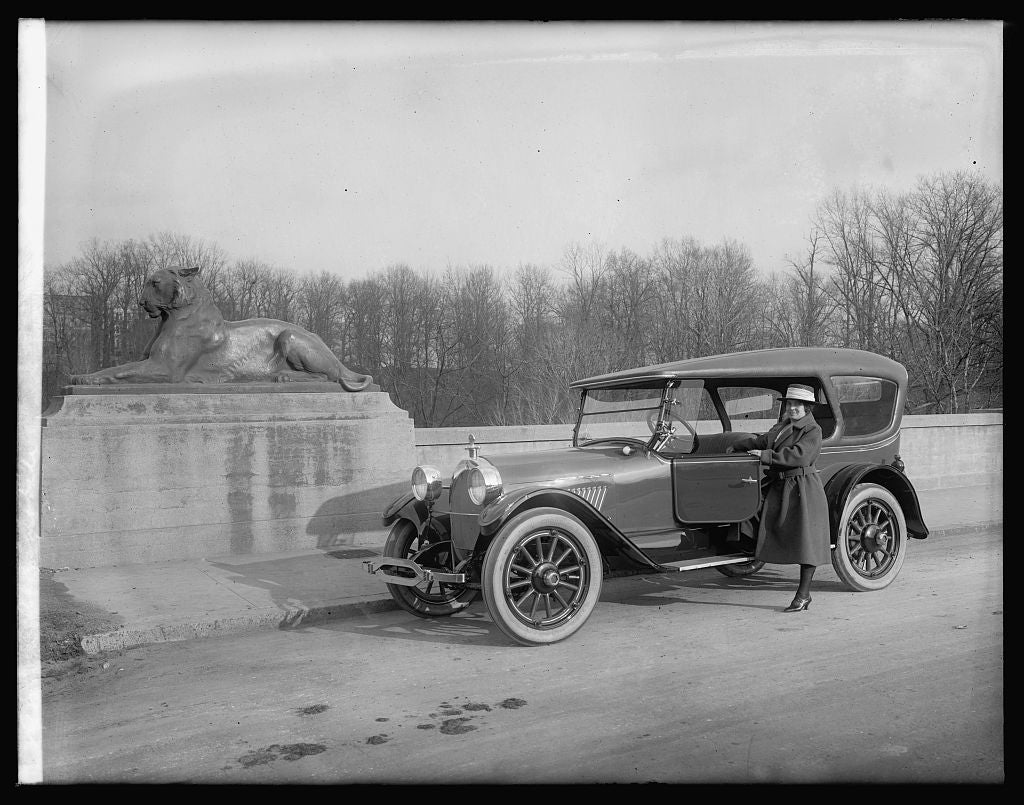 16 x 20 Reprinted Old Photo ofOldsmobile 1922 National Photo Co  93a