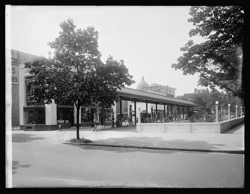 16 x 20 Reprinted Old Photo ofFilling station, 17 & L, [Washington, D.C.] 1922 National Photo Co  29a