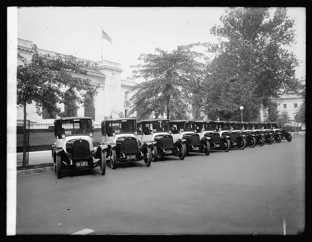 16 x 20 Reprinted Old Photo ofBlack & White Taxis 1922 National Photo Co  54a