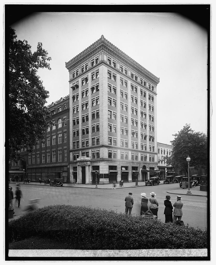 16 x 20 Reprinted Old Photo ofMcLachlen Banking Corp., [10th and G Sts., N.W., Washington, D.C.] 1922 National Photo Co  62a