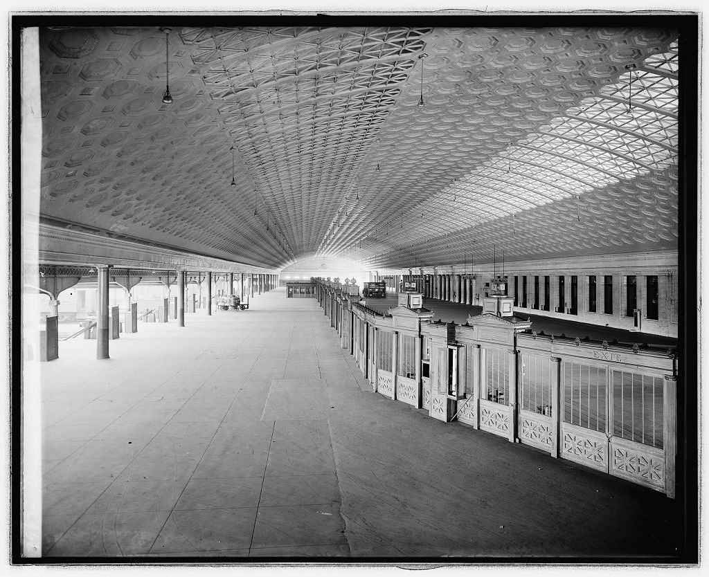 16 x 20 Reprinted Old Photo ofUnion Station, [Washington, D.C.], concourse 1922 National Photo Co  18a