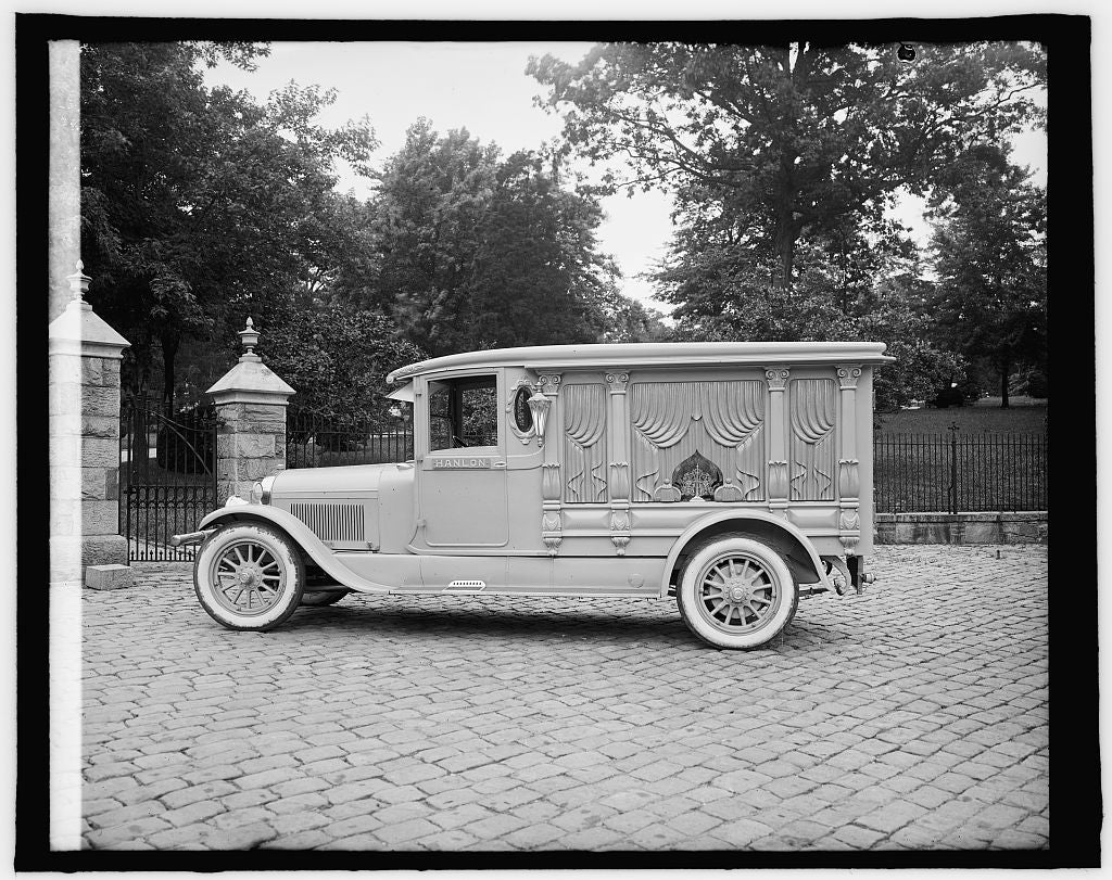 16 x 20 Reprinted Old Photo of Ford Motor Co. Hanlon Lincoln hearse 1910 National Photo Co  44a