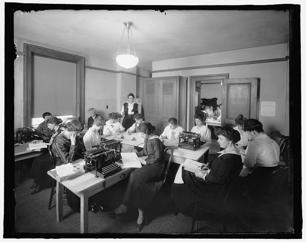 16 x 20 Reprinted Old Photo of [Office with women and typewriters] 1910 National Photo Co  71a