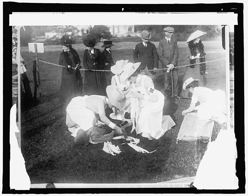 16 x 20 Gallery Wrapped Frame Art Canvas Print of  #78 American Red Cross, Display by Red Cross Nurses at Lilley Brook. First Aid 1910 National Photo Co  05a
