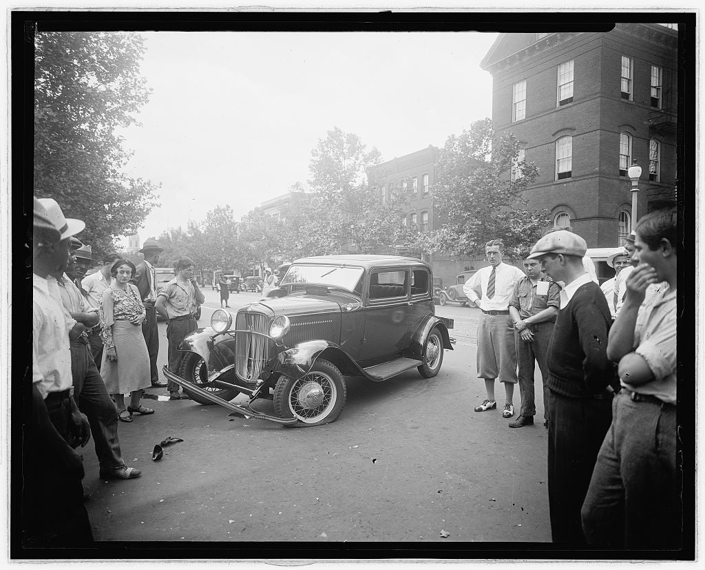 8 x 10 Reprinted Old Photo of  [Street scene, auto accident] 1910 National Photo Co  51a