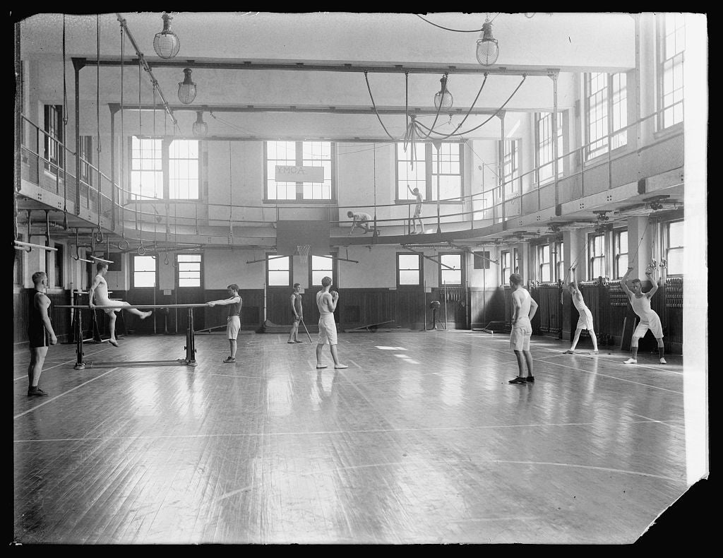8 x 10 Reprinted Old Photo of YMCA gymnasium 1918 National Photo Co  90a