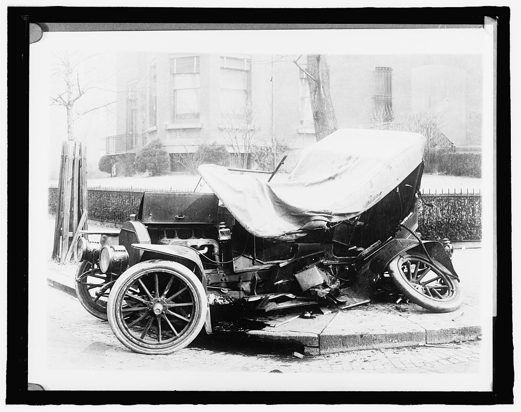 8 x 10 Reprinted Old Photo of Young & Simons, auto accident 1918 National Photo Co  16a