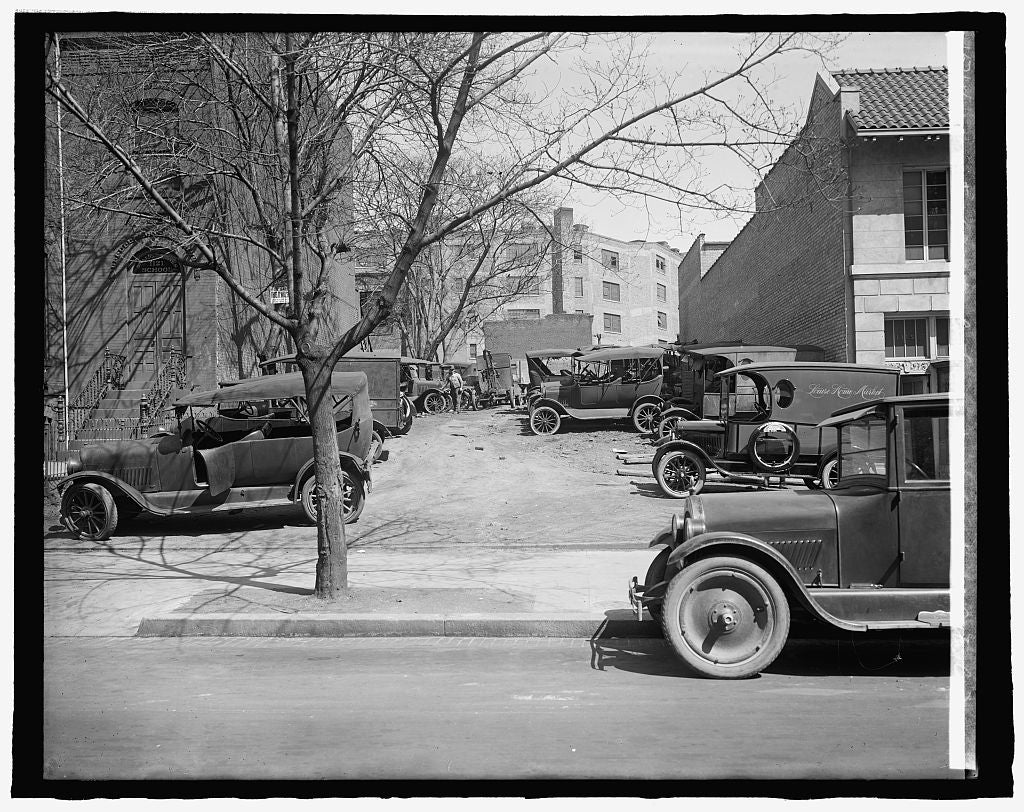 8 x 10 Reprinted Old Photo of Ford Motor Co. (cars parked at Robey Mtr. Co.) 1917 National Photo Co  98a