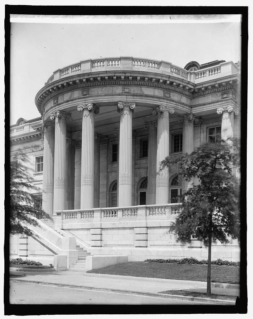 8 x 10 Reprinted Old Photo of D.A.R. Hall, [Washington, D.C.], Colonnades 1917 National Photo Co  02a