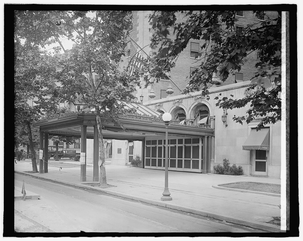 8 x 10 Reprinted Old Photo of Mayflower Hotel (Conn. Ave. entrance), [Washington, D.C.] 1917 National Photo Co  05a