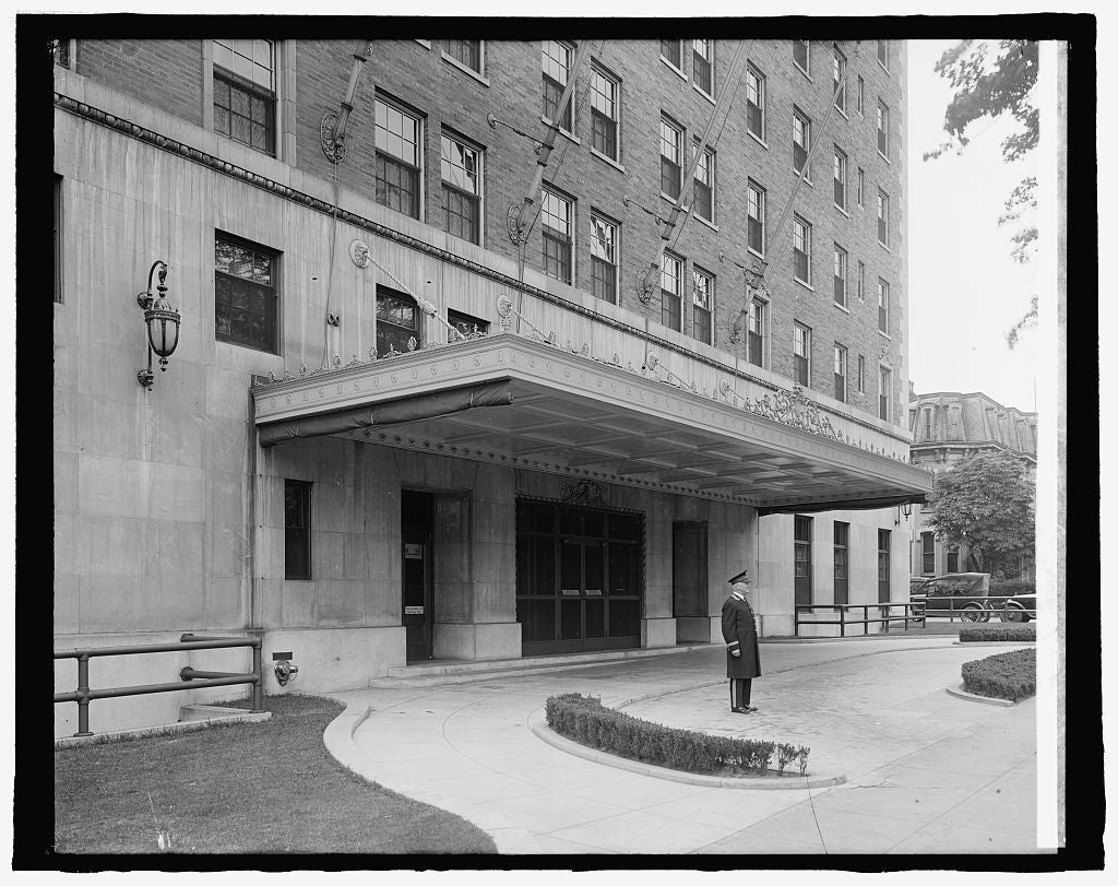 8 x 10 Reprinted Old Photo of Mayflower Hotel (rear entrance), [Washington, D 1917 National Photo Co  08a