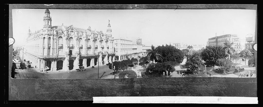 8 x 10 Reprinted Old Photo of Cuba Havana, Central Park, Left. Theater Nacional Victoris H[...] [... 1917 National Photo Co  68a