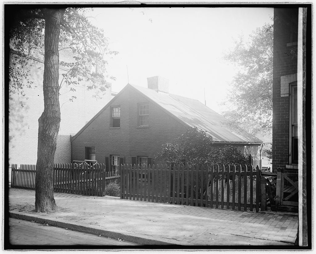 8 x 10 Reprinted Old Photo of Mrs. E.T. Goodman, old house on P St., [Washington, D.C.] 1924 National Photo Co  11a